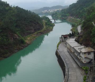 白盆珠镇不仅风景优美,并且也是兴办工业