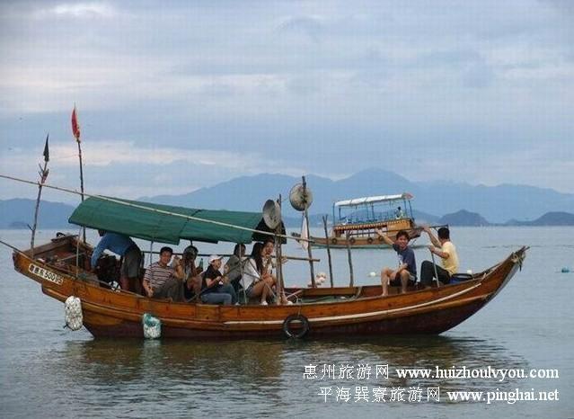 小夫妻不妨租一条大木船,人坐在船上如同在乐园玩旋转木马,大家吼出